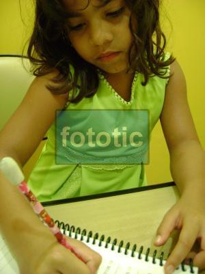 http://portaldoprofessor.mec.gov.br/storage/discovirtual/aulas/1753/imagens/menina_caderno.jpg