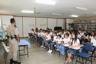 http://portaldoprofessor.mec.gov.br/storage/discovirtual/aulas/2014/imagens/soldados_escola.jpg